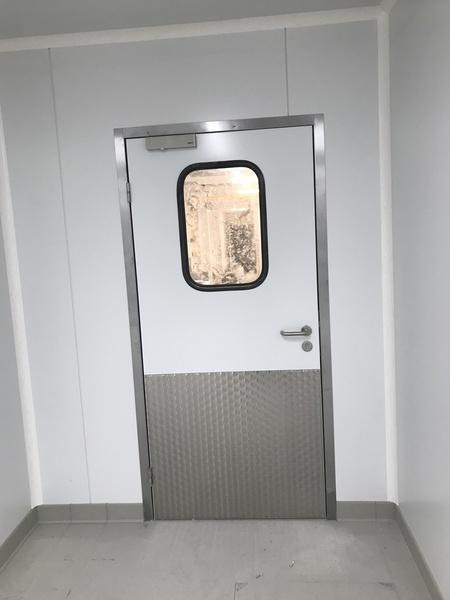 Porte de service semi isotherme  avec Oculus et Protection Inox